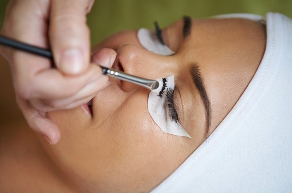 eyelash_and_eyebrow_tinting